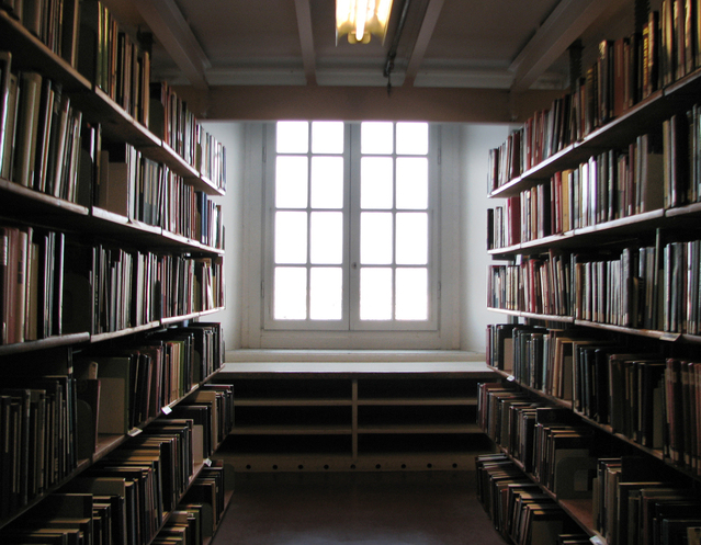books-and-window-1219757-639x496